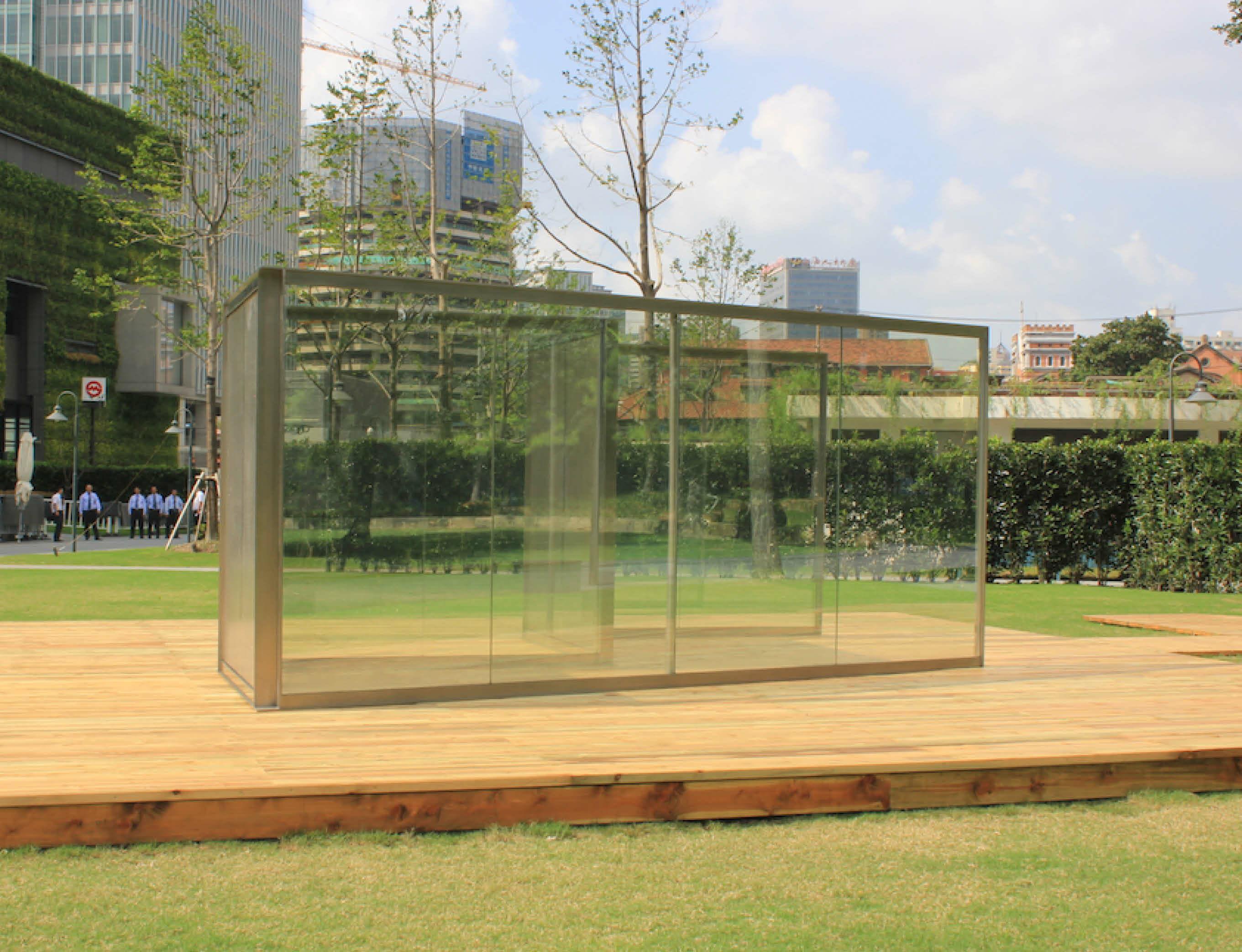 Outdoor pavilion by Dan Graham presented for Frieze Sculpture 2018