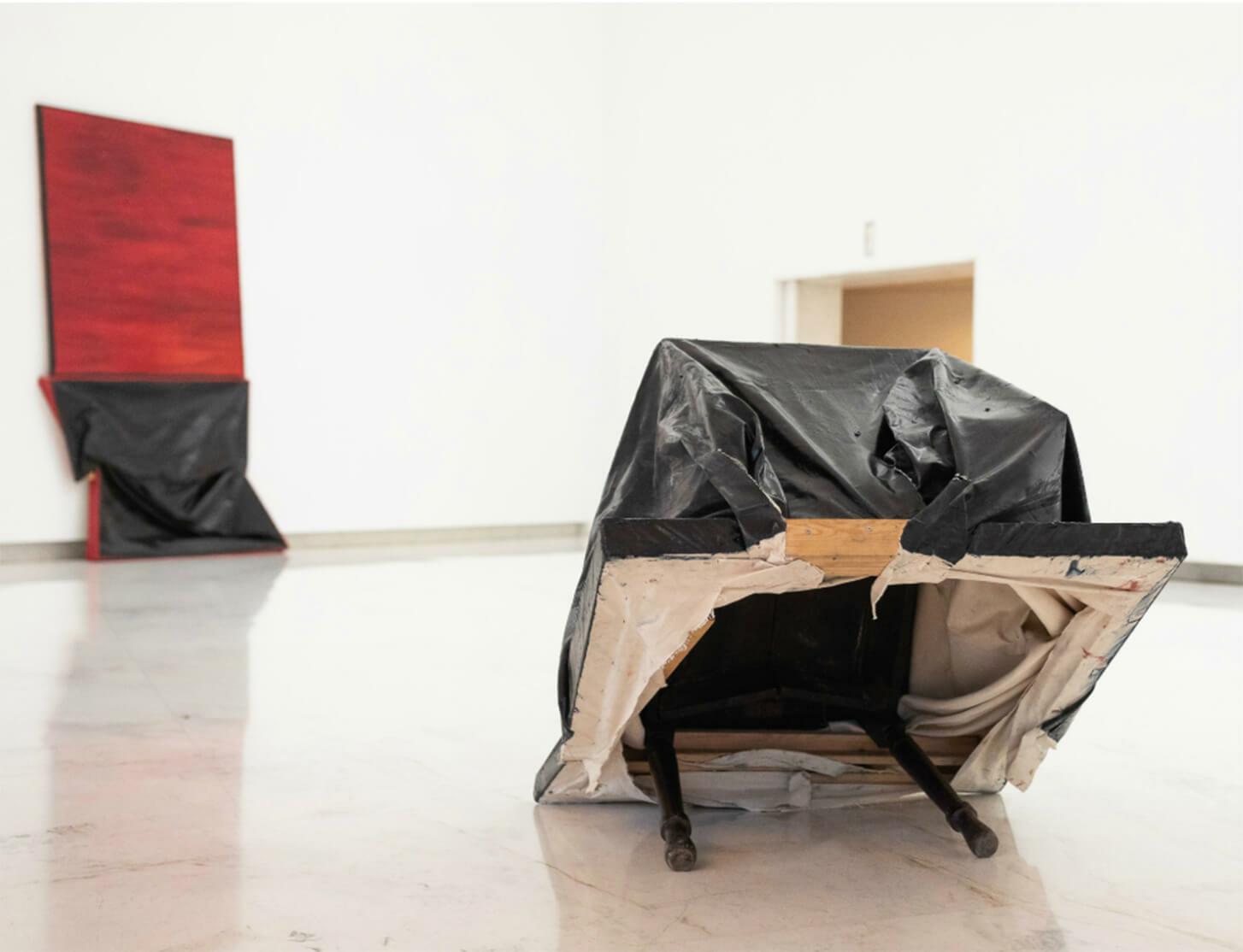 Angela de la Cruz's exhibition 'Homeless' travels to Santiago