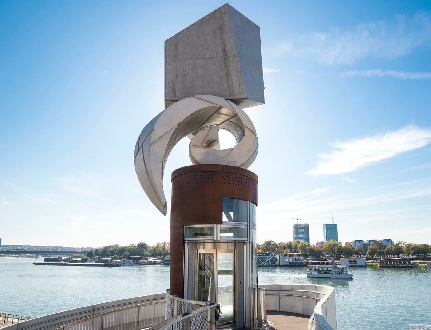 Collaborative project between Richard Deacon and Mrđan Bajić unveiled in Belgrade