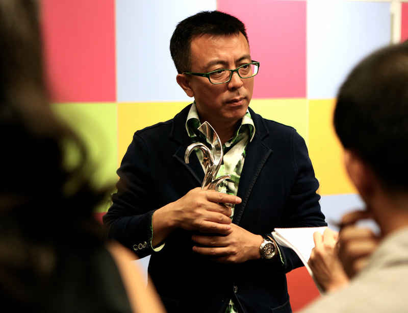 Liu Xiaodong receives Prudential Eye award